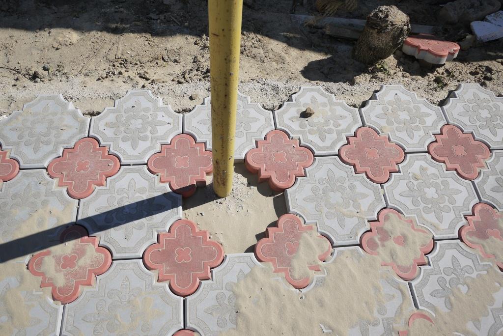 Тротуарная плитка укладка своими руками на песок видео