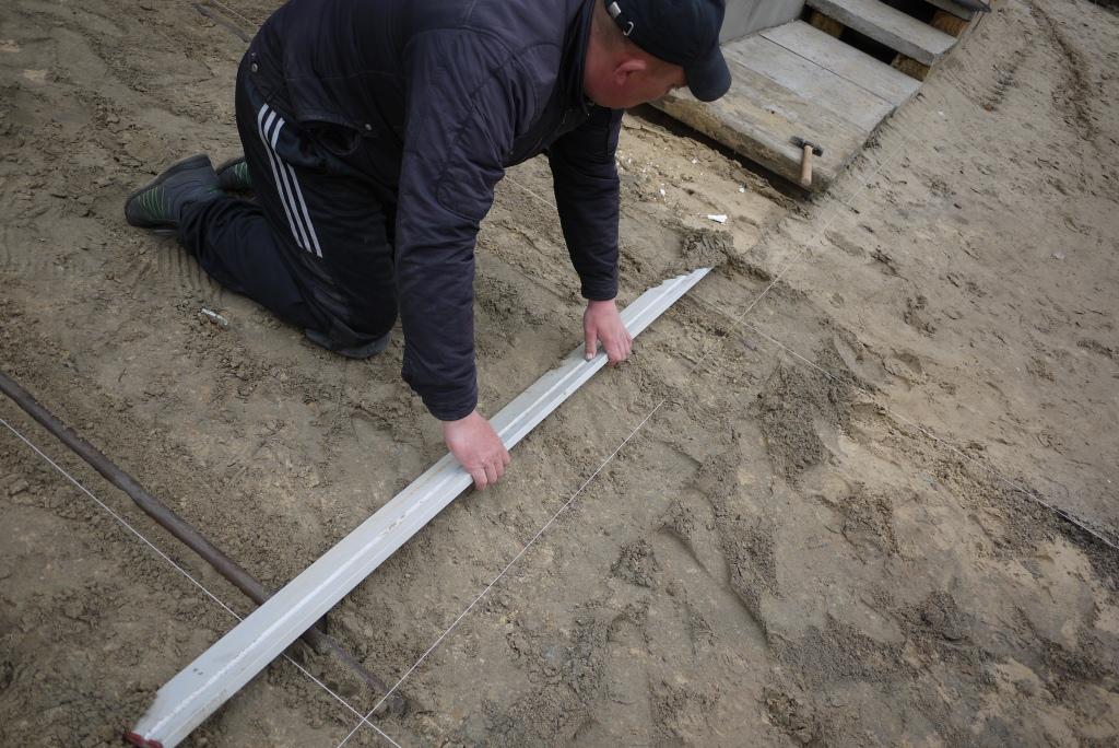 Укладка тротуарной плитки на цемент своими руками видео