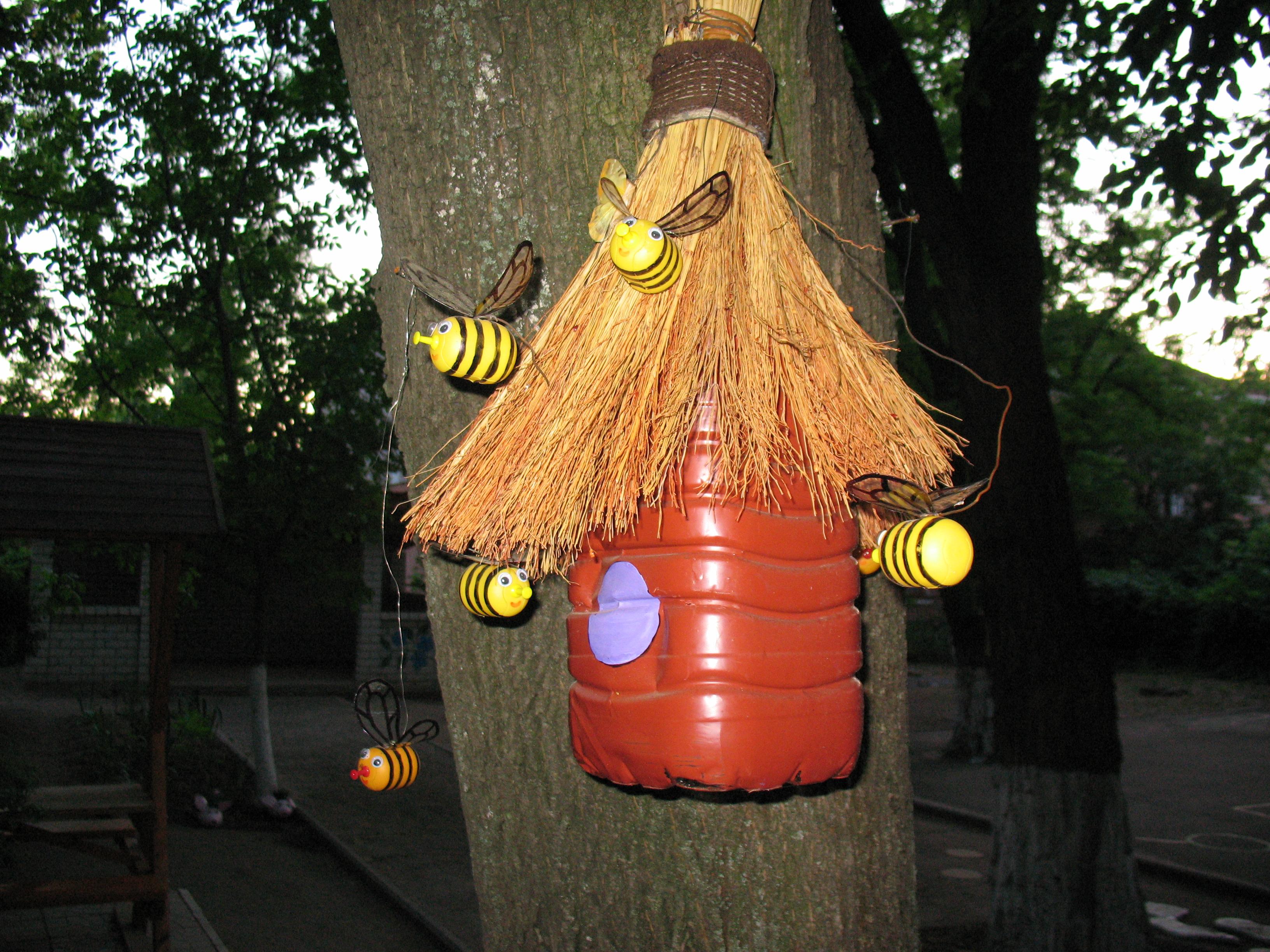 Пчёлки из пластиковых бутылок своими руками фото